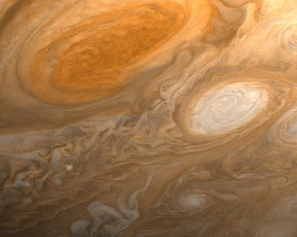 在木星的表面覆盖着厚厚的云层