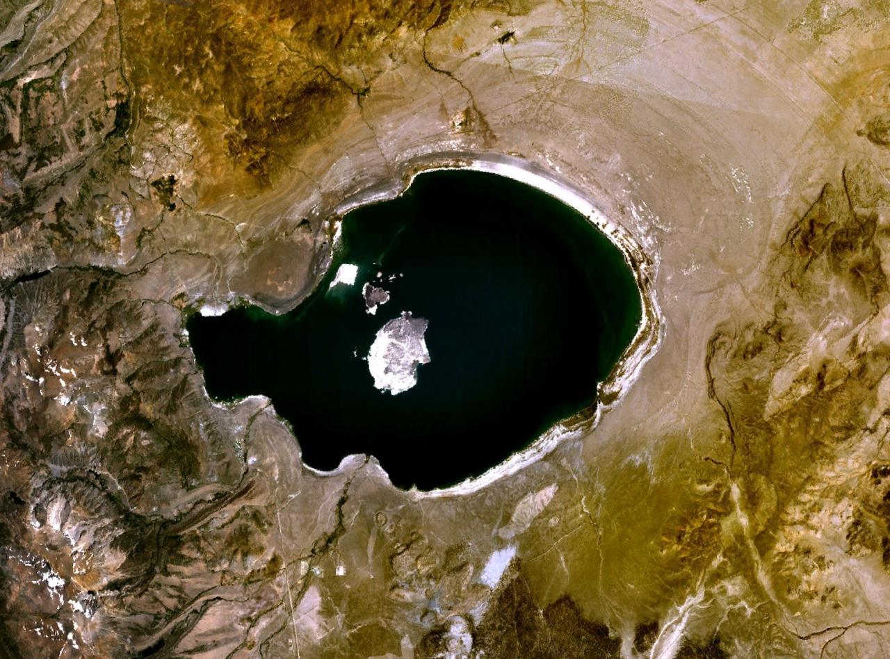 http://ut-images.s3.amazonaws.com/wp-content/uploads/2012/02/Wfm_mono_lake_landsat.jpg